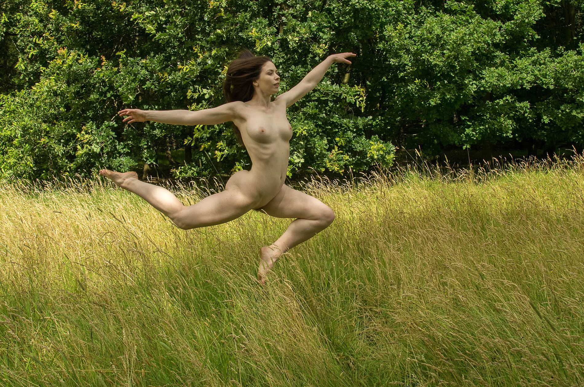 So catching nude jumps, so light fitness debutante